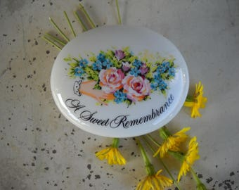 "Avon Trinket Dish ""A Sweet Remembrance"" Covered Oval w/Rose Boquet ""A Token of Love"" Vintage 1982 Valentine/Ring Box/Jewel Box/Small Gift"