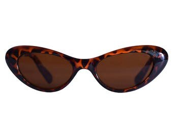 FLASH *SALE ** Ultimate 90's Deadstock Smaller Lens Cat Eye 90s Sunglasses - Tortoise Brown or Black