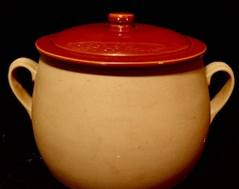 Red Wing Rumrill Stoneware Pottery Large Bean Pot #408 with Lid #409  In Excellent Condition