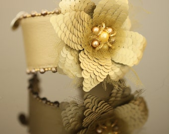 New! Color champagne leather bracelet with a flower 3D in golden company