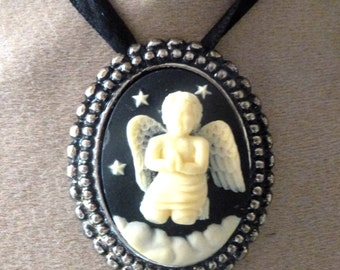 l prayer Angel cameo pendant