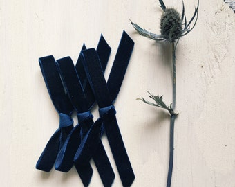 Thin velvet bow [ navy ]