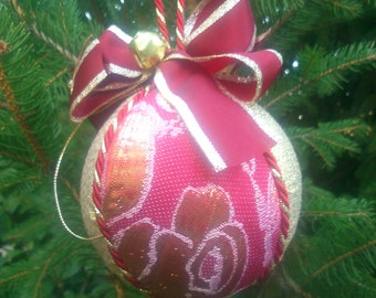 Christmas Tree: Red baubles