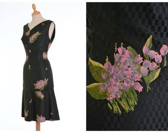 Vintage 1950s black and dark green floral print cha cha mermaid wiggle bombshell dress - size M