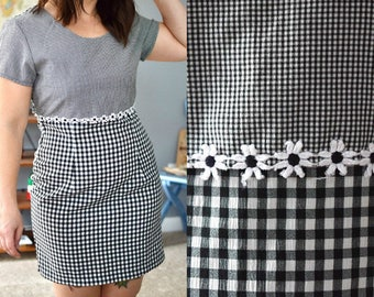 Vintage Black and White 90s Gingham Daisy Dress