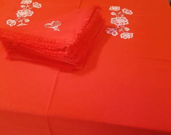 Large vintage table cloth and set of x 12 napkins red with white embroidery. Vintage linen - Vintahe fabric - Un used
