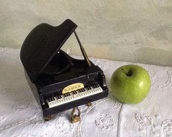 Piano ashtray and lighter. Collectable ashtray. Vintage ashtray. Grand piano ashtray with lighter.