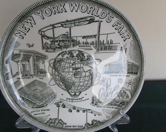 "1964 New York World's Fair Souvenir Plate 9"" (Green on White)"