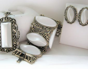 Lucite Thermoset Set*Pearlized White Lucite*Lucite Necklace* Clip Earrings*Wide Bracelet*Antiqued Gold Setting*1970's Jewelry*Vintage Set
