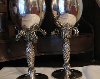 Cup has silver plated twisted (GODINGER) grape grape print wine.