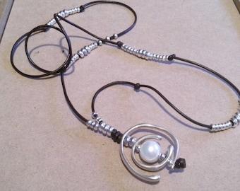 One of 50 style pendant orbit White Pearl, adjustable