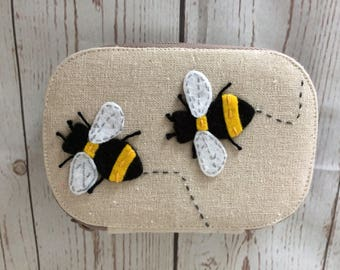 Bee sewing kit with full contents included.
