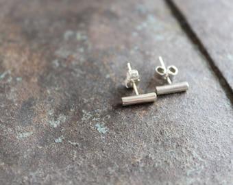 Boucles d'oreille barre fines et minimalistes en argent massif