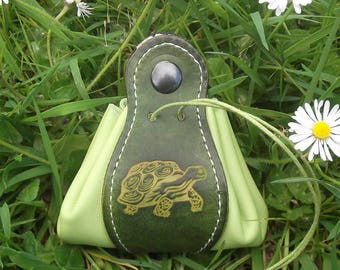 "Leather pouch , turtle design , colour ""vert anis/green"" (16 colors available)"