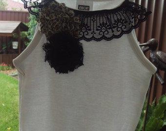 Lace and flower singlet - size 3-4