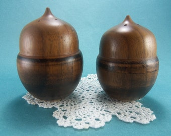 Vintage Acorn Salt and Pepper Shakers, Wooden Shakers, Nut Salt Pepper, Rustic Kitchen, Fall Decor, Thanksgiving Table, SP Shaker Collection