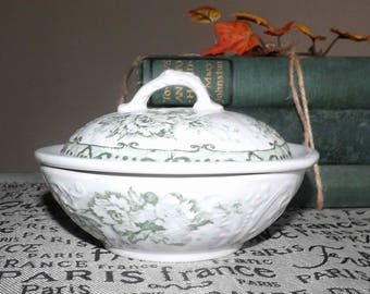 Antique (c.1890 - 1909) Colonial Pottery | Winkle & Wood England Irving pattern green transferware covered soap dish w/removable liner.