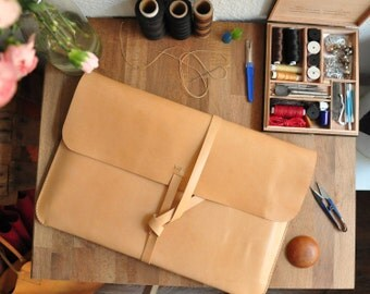 Personalised Simple Leather Laptop Case / Laptop Bag / Carry Case / Macbook / Macbook Air / Laptop Sleeve in Natural Tanned Leather