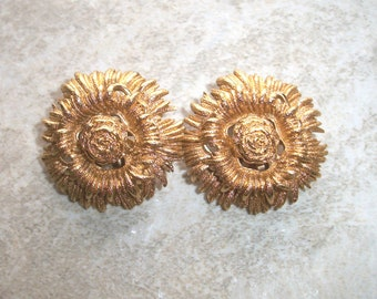 "Vintage Signed MONET SUNFLOWER Earrings,Gold tone,1 1/8"",costume flower jewelry,summer,fun,clip on,designer,sunflowers,flowers"