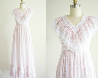 Gunne Sax dress . Vintage 1970s Victorian style bohemian maxi dress . hippie prairie festival floral print cotton and lace dress xsmall