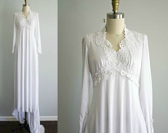 Vintage white lace bohemian wedding dress . 1970s jersey Victorian style long train empire waist wedding gown . small medium