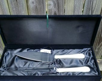 Whitehill Boxed Cake Server & Knife has never been used