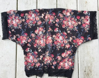 Nightlily kimono in black floral with lace
