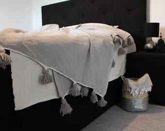 Moroccan pom pom blanket grey