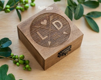 Wooden Engagement Ring Box / Engagement Box for Ring with Initials and Arrows / Personalised Engagement Ring Box / Monogrammed Ring Box