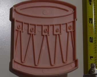 """Vintage STANLEY HOME PRODUCTS Snare Drum Christmas Cookie Cutter   1971 3 9/16"""" Pink"""