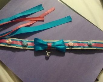 Blue and pink rose collar