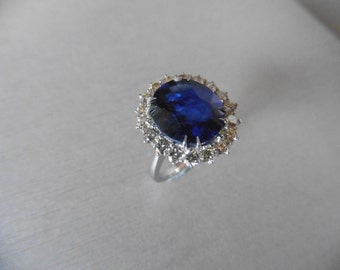 8ct 18ct gold Sapphire and diamond cluster ring