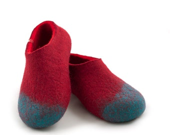 Handmade felted wool slippers for women, merino felt slippers red & blue by Wooppers woolen slippers. House shoes, clogs style.
