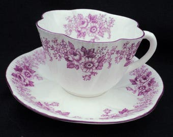 Shelley Dainty art deco mauve trailing rose and daisy tea cup and saucer