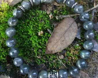 Bracelet énergetisé en Labradorite, Bouddha zen et fleur de lotus argentés