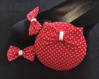 Set Fascinator with two shoe grinding red with white dots