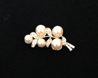 Brooch - Vintage Brooch - Pearl Brooch - 80s - 1980s Brooch - Holiday Brooch - Christmas Brooch - Bridal Brooch - Wedding Brooch - Bride