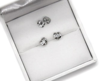 Very cute 950 platinum earrings set with real diamonds.