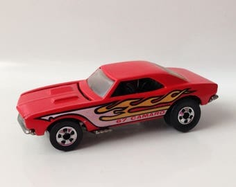 1982 Hot Wheels '67 Camaro 3913 Red with Flames MALAYSIA Base Blackwalls