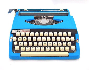 Brother Deluxe 900 typewriter, 1970's, blue typewriter, working typewriter, portable typewriter, custom made, vintage typewriter, dutch.
