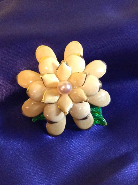 Joan Rivers flower brooch