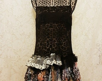 SpRiNg 44 dOlLaR SaLe ~~~~Foxy lace mini dress. Ruffle rumps.