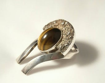Modernist silver ring with tiger's eye