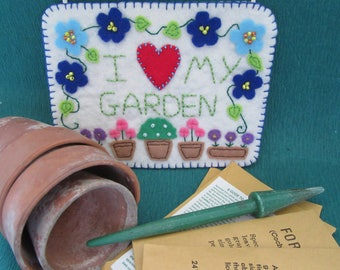 Gardeners gift, wall hanging, gift for her, home decor, birthday gift, I love my garden, felt decoration, plant lovers gift, wall art