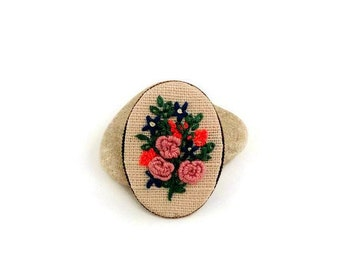 Flower jewelry Gift for wife Embroidered brooch Spring jewelry for mom Floral jewelry Fabric brooch Rustic jewelry Flower bouquet scarf pin