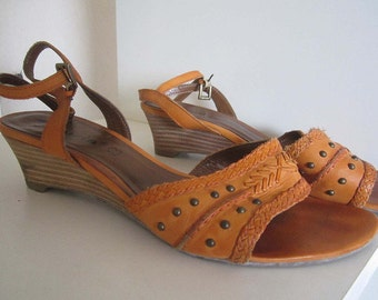 Vintage ethnic sandals with wedge heels 38 Tamaris