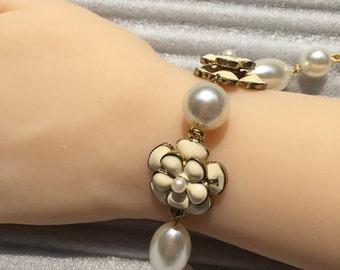 Vintage White Floral Linked Golden Bracelet