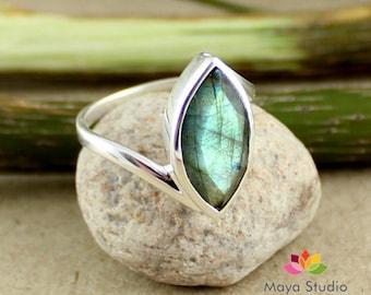 marquise cut labradorite, green fire labradorite, gemstone silver ring, silver gemstone jewelry, healing labradorite ring, solid silver gift
