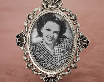 Silver metal oval picture frame