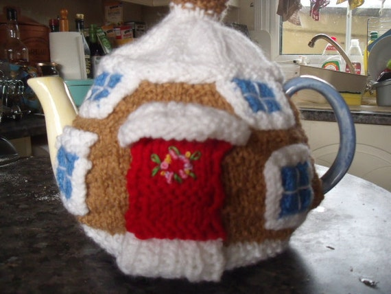 Winter cottage tea cosy to fit a 6 cup tea pot.
